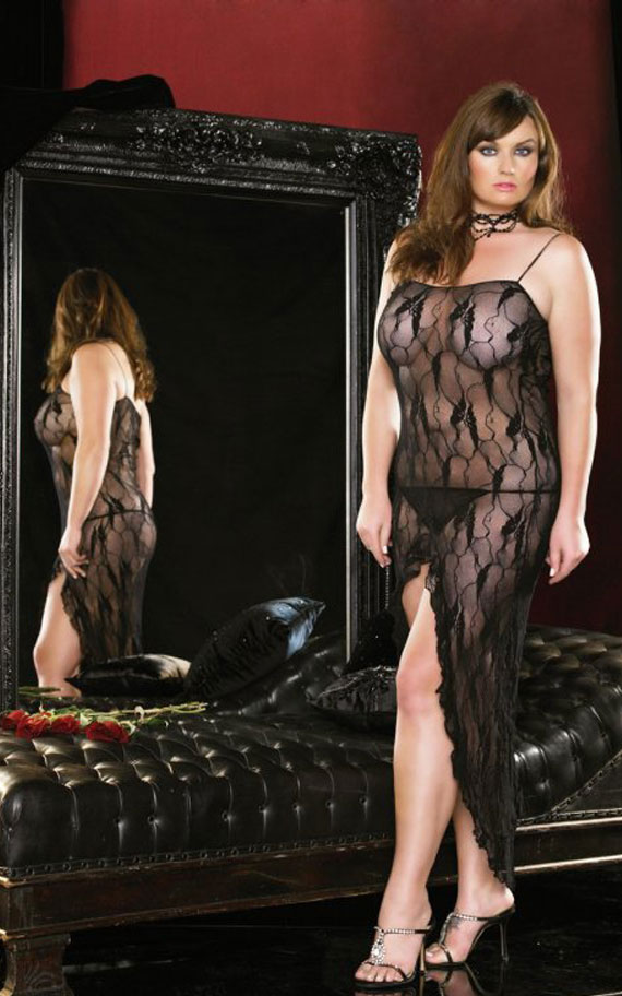 Долг чипкан фустан со отвор