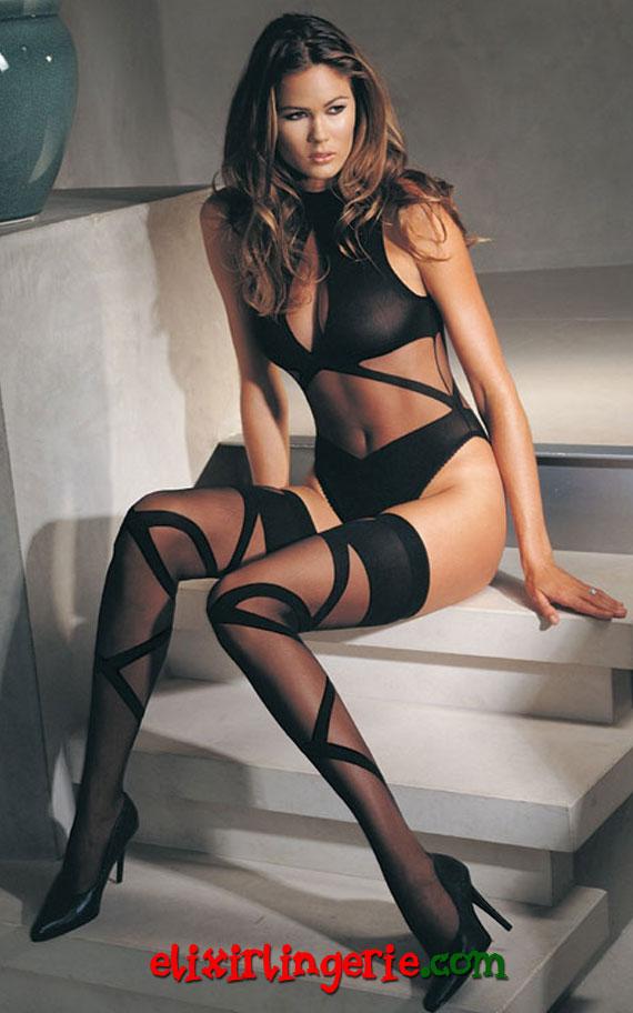 Црно боди со дезен во ленти и хулахопки