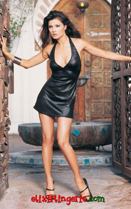 Секси црн фустан со деколте