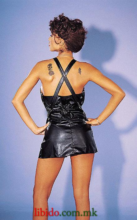 Црн фустан со вкрстени прерамки