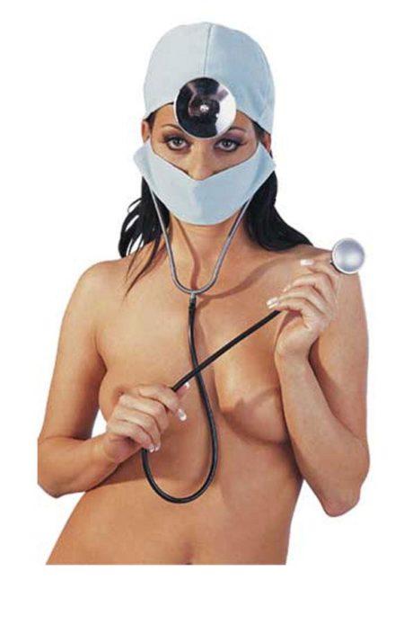 Маска докторка со додатоци