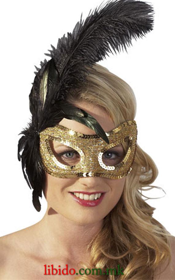 Златна маска со пердуви